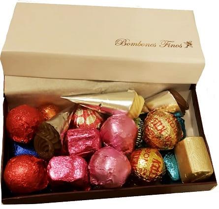 Imagen de Bombones artesanales Descripcion: 1/4 de bombones artesanales de chocolateria.